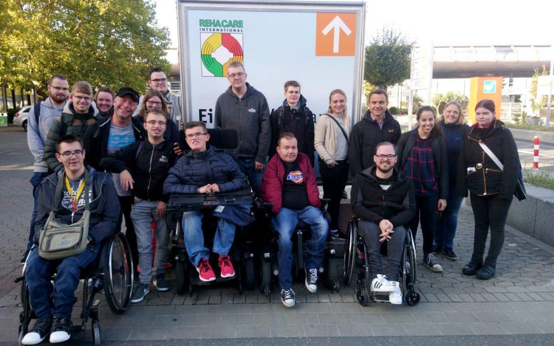 Auszubildende des BBWs auf der Rehacare in Düsseldorf